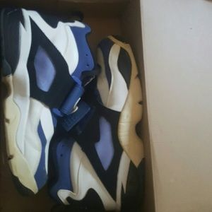 Nike Diamond Turf shoes